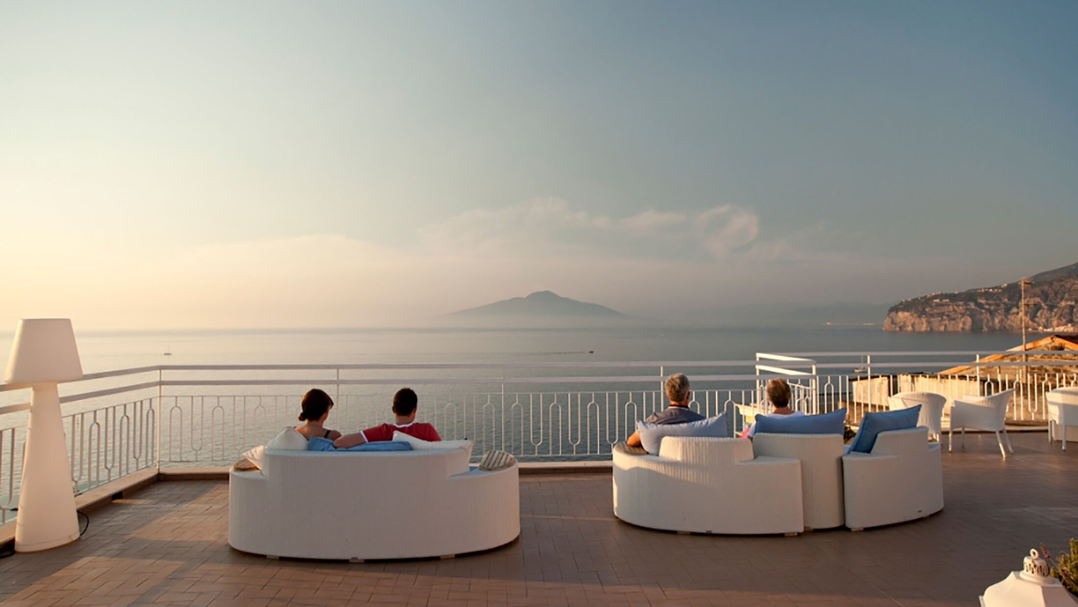 Regina-Sorrento-Rooftop-Bar-Sea-View-001-120217-Hybris