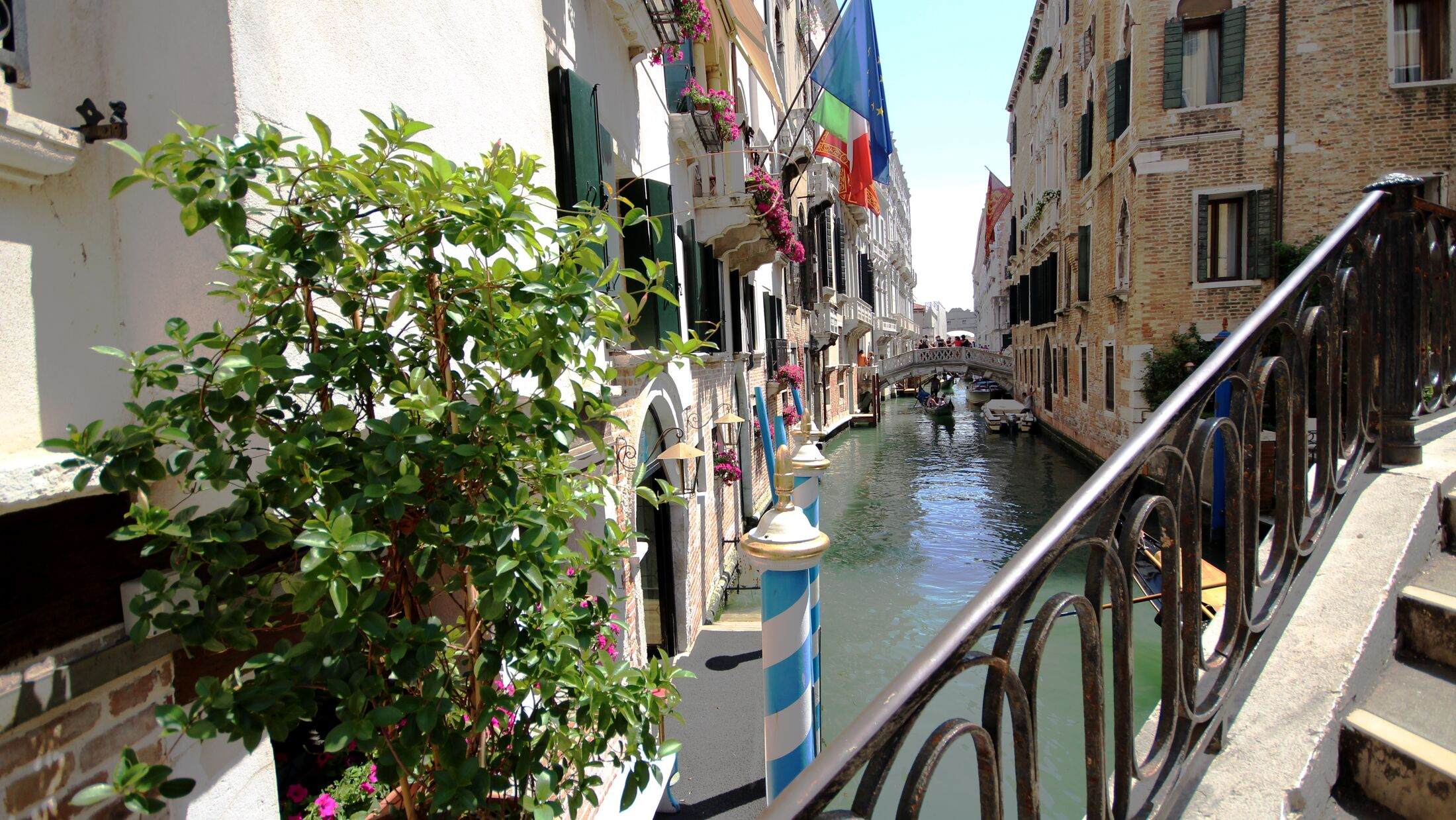 Colombina-Canal-View-114889-Hybris