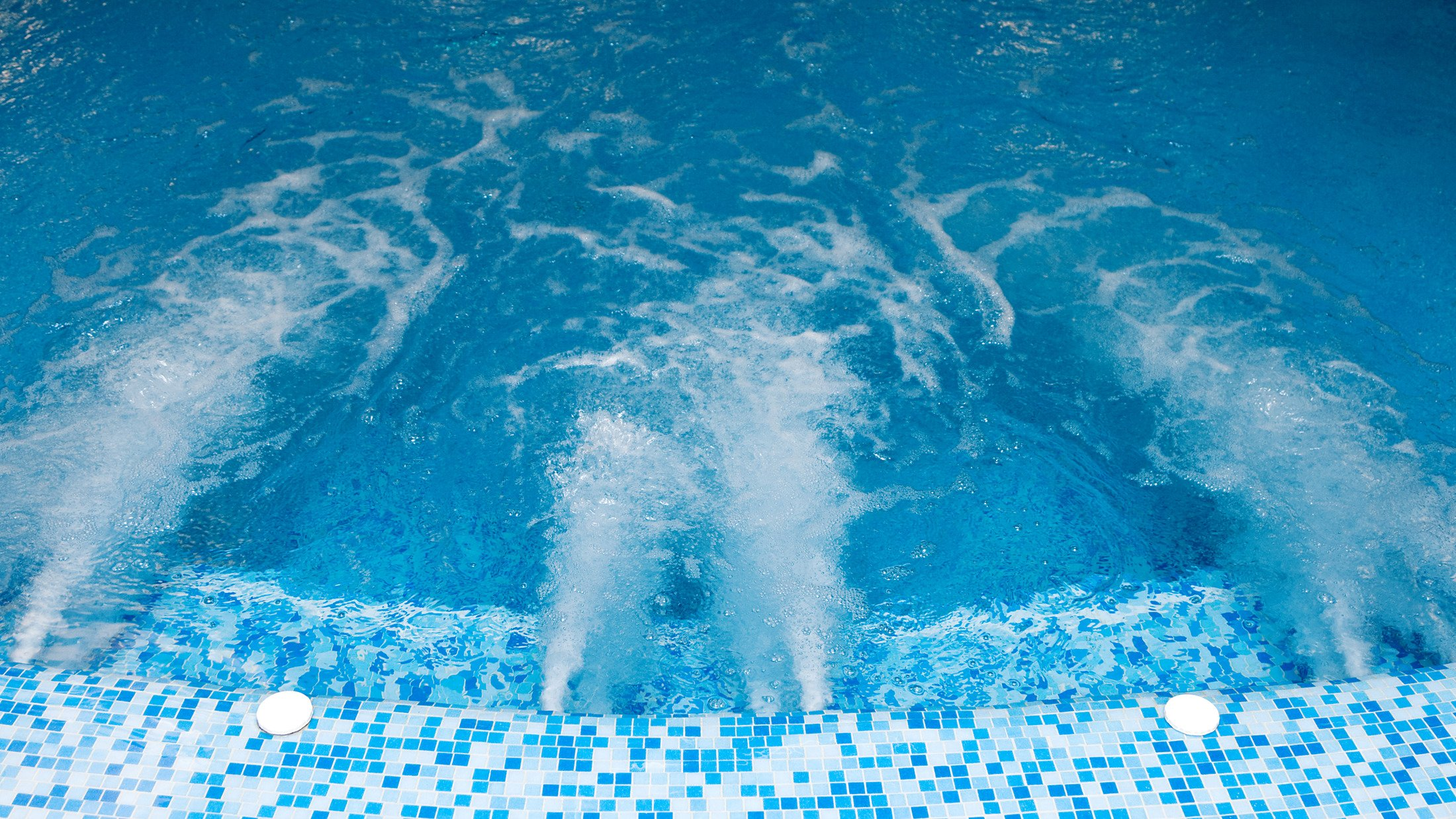 300063_swimming-pool_shutterstock_32082511-Hybris