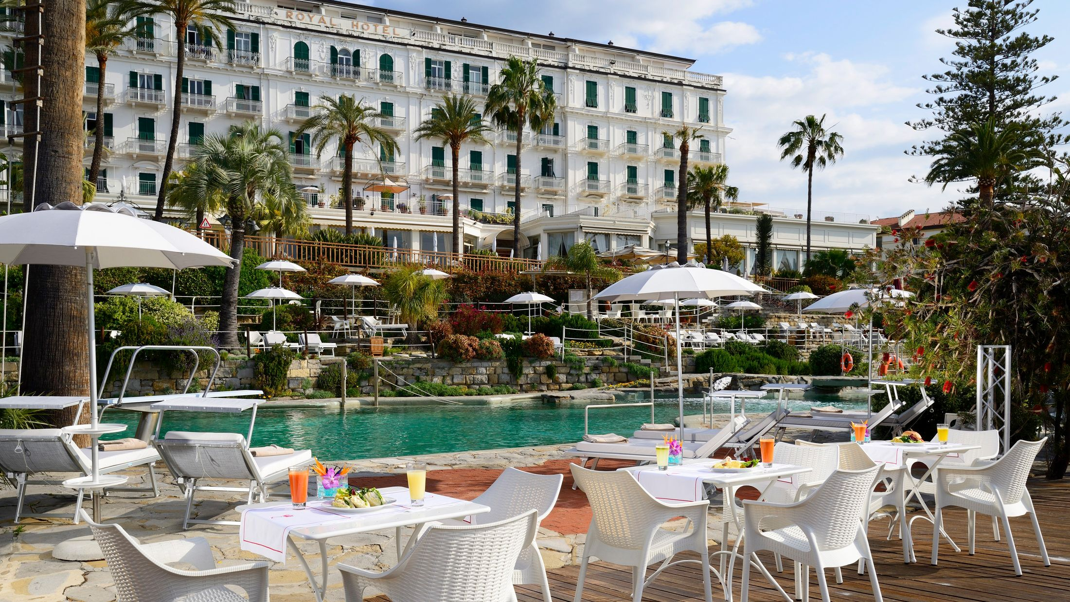 114982-Royal-Sanremo-lunch-by-the-pool-001-Hybris