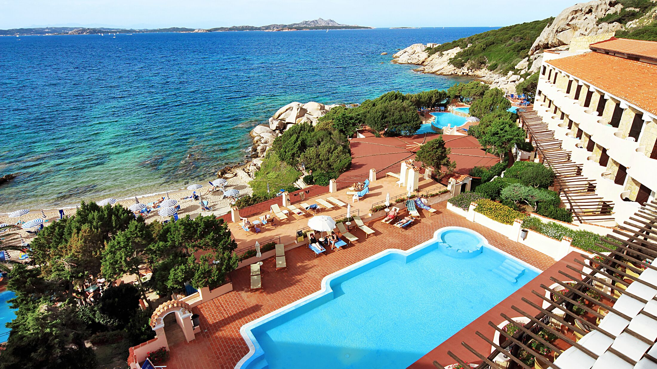 Grand-Smeraldo-Beach-Property-View-002-115099-Hybris